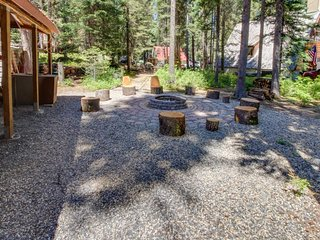 Cozy cabin one block to Payette Lake w/dock & boat parking!