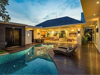 luxury modern deluxe private villa umalas, Kerobokan