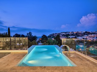 Amazing Holiday Villa with infinity pool and seaviews