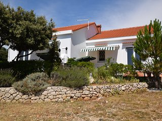 Detached house with private garden, terrace,BBQ, Mandre