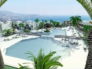 2 bed, 2 bath with sea views, Playa Paraiso