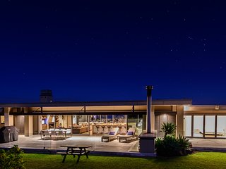 Luxury Holiday Home - Oke Beach House, Rawhiti