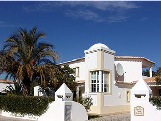 Traditional Portuguese Villa with picture garden, Carvoeiro