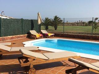 Villa Grace - Stylish Family 4 bed heated pool, Caleta de Fuste