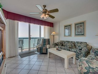 Oceanfront condo, Lazy river, indoor pool, hot tub, & picnic area onsite!