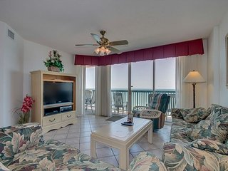 Great Oceanfront condo- 4 TVs, Lazy river, indoor pool, hot tub, picnic area