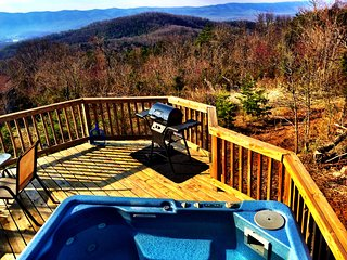 Hot Tub overlooking the View of the Mountains, River & Valley