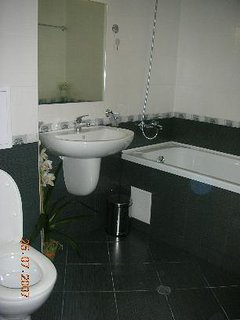Nice and spacious family bathroom for those who like to relax in the bath at the end of the day.