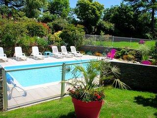 maison/gite avec piscine chauffee et couverte