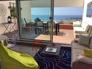 Appart 2 chambres  terrasse vue mer 180°  piscine, Bandol
