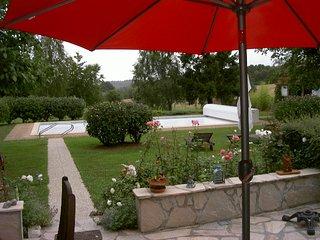 Longère avec piscibe et tennis dans un parc arboré, Trigueres