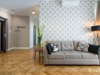 LUXE *NEW*5 bed *3 bath*CENTRAL*A/C, Krakau