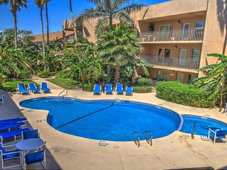 Ocean view condo, w/shared pool, hot tub, & prime location