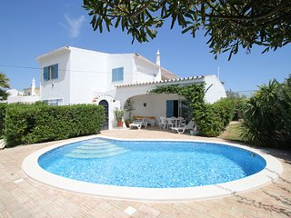 4 bed villa - heated pool, sea views ,free wi-fi