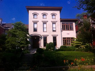 6 Bedroom Italianate Mansion in Historic Zone, Wall to All!