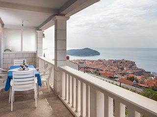 GH Old Town View-Three Bedroom with Sea View