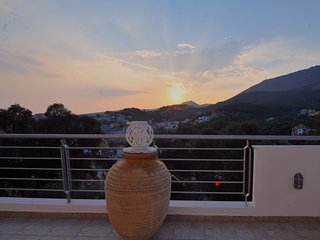 Private villa ,amazing view in the center of Parga