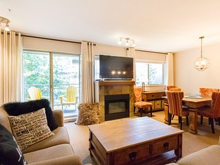 Gorgeous 2 Bed, Sleeps 6, Fully Renovated, Village, Whistler
