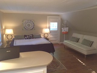 Lake Winnipesaukee Modern Studio King Bed