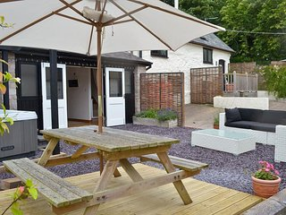 The Hideaway, self indulgent retreat with Hot Tub!, Tremeirchion