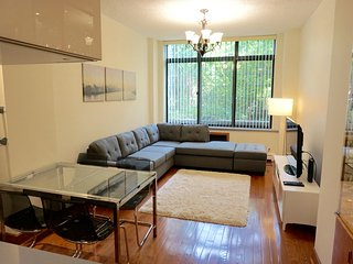 Little Italy DUPLEX 3 BED, 2 BATH, 2 LIVING ROOM, New York City