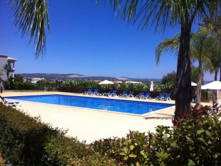 Modern Apartment 800 mts from the beach , Olhos de Agua, Albufeira