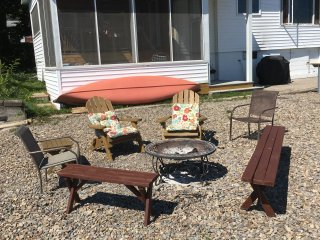 Charming Cottage steps away Cayuga Lake & Guest Cottage-- Pet Friendly