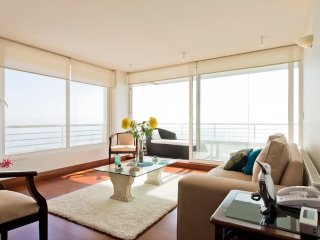 Oceanview modern apartment in trendy Renaca