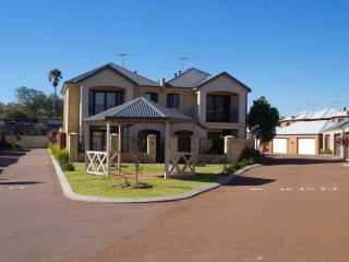 Fremantle Executive Townhouse, close to Beach