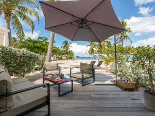 Modern Beach Front Luxury in the Nettle Bay Beach Club, Terres Basses