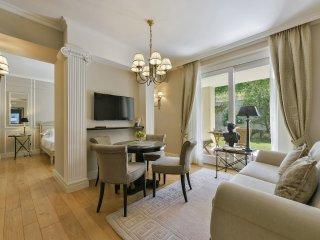 Pertinace Apartment in Barolo Vineyards, Castiglione Falletto