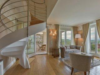 Cavour Apartment in Barolo Vineyards, Castiglione Falletto