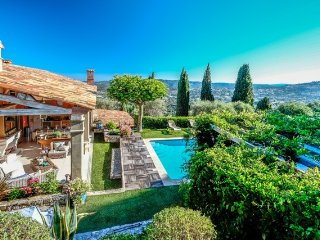 JdV Holidays Villa Agapanthe, beautiful 7 bedroom property ideal for large group, Grasse
