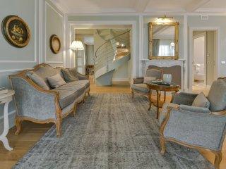 Colbert Apartment in Barolo Vineyards, Castiglione Falletto