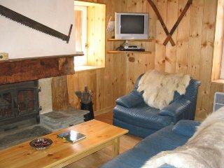 maison de village,décorée style chalet, Viella