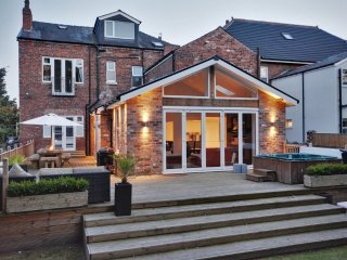 2017 GOLF OPEN ACCOMMODATION, Southport