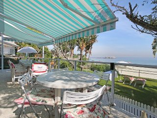 Beachfront 4 bedroom bungalow on Clifton 4th beach. Stunning views
