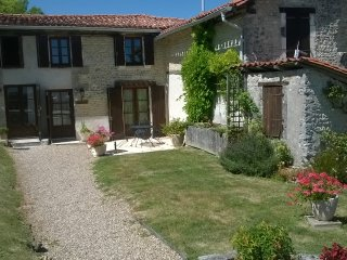 Cottage near to Aubeterre and golf and tennis.