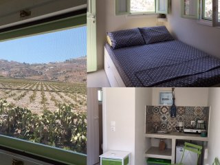 A comfortable new studio with a view ideal for 2, Kamari