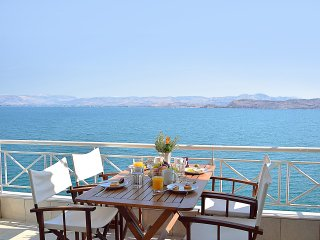 Waterfront Vacation Apartment, Amazing Sea View, Kiveri village, near Nafplion