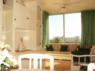 Bright 1 Bedroom Apartment With Stunning Sea View