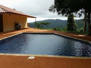 7-6 Ocean View Condo, Pool, Waterfall, Gated, AC, Dominical