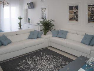 Artist's Suite, Bari