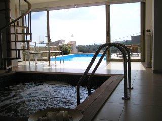 Villa with sea view private indoor & outdoor pool, Kamisiana