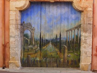 Maison d'artiste au coeur d'un village provencal