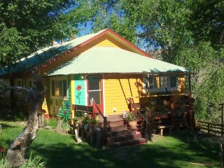 The  Sunny Sunset Cottage -  A great base to explore the Painted Hills!, Mitchell