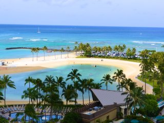 New Ocean Front Remodel at Ilikai with Great Views, Honolulu