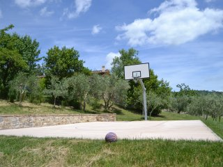 Villa Zoe, pool & basketball court, Strada in Chianti
