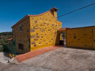 Las Casas de Lola y Rafael - 1, Moya