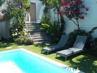 Villa  HEL-LO - 3 bedrooms with pool and staff.